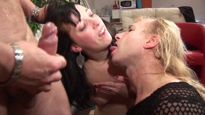 Flirts, pipes en gorge profonde, défonce anal entre Bisex