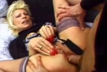 2885 1 210x142 - Gros sexe dilate l'anus de la femme
