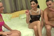 5323 1 210x142 - Une mature bcbg découvre le fist dans une chambre d'hôtel