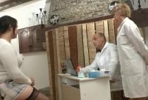 5408 1 210x142 - Le gynéco et son assistance baisent une patiente !