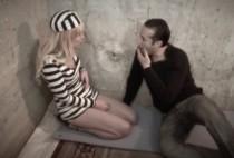 5487 1 210x142 - Une prisonnière prend son pied quand elle avale le sperme