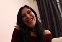 557 1 210x142 - Laura est une vraie nympho