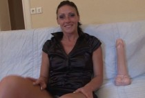 945 1 210x142 - Justine, Lyonnaise de 24 ans découvre la dilatation extrême