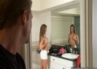 42261 1 200x142 - Amy Brooke pipe la tige et se prend une grosse sodo